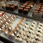 143421060 - 店内のケーキ 2020.12
