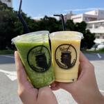 ハッピーモア市場 - ドリンク写真:野菜スムージー&マンゴーラッシー