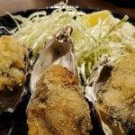 日本酒と生牡蠣 赤坂ソネマリ - サクサクの衣です