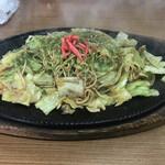 お食事処ふみ -   熱々 鉄板焼きそば 770円     (キャベツたっぷり)