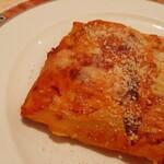 143429793 - 表面はチーズに覆われカリッカリ、内側は熱でとろけてチーズがビヨーンと伸びるたまらない仕上がり