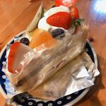リバージュ - 料理写真:どデカいショートケーキ