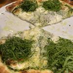 AWkitchen GARDEN - 大葉とシラスのピザ 食べかけ