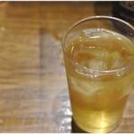 ラーメンの店 ホープ軒 - お水変わりにジャスミン茶なのも何気に嬉しい。