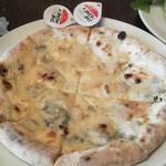 カフェ ラ・ボエム - ゴルゴンゾーラとはちみつのピッツァ
