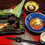ホテル季古里 - 食前酒・前菜・小鉢(鱸のにこごり)・酢物(トマトと笹身の胡麻酢和え)