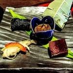 ホテル季古里 - 前菜(珍味・天子南蛮漬・山芋おくら磯辺揚げ・無花果寄・朴葉寿司)
