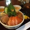カフェウミネコ 放浪記 - 料理写真:関門丼!1800円?うにもたこもぶりもサーモンも!