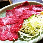 大衆割烹まるはち - 馬刺(¥800)
