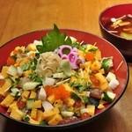 ときすし - 日替わり丼 チラシ丼[色々な食材を使用したチラシ丼をご賞味ください。
