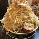 山次郎 - ラーメン 野菜マシマシ脂マシ 750円