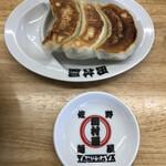 田村屋 - 餃子、282円税別。