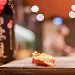 恵比寿 鮨 栞庵 やましろ - 赤貝と日高見 芳醇辛口純米吟醸 弥助(平孝酒造・宮城)