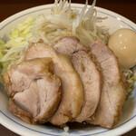 らーめん 陸 - 料理写真:豚増らーめん(1,000円)+味付玉子(100円)、野菜多め
