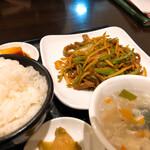 香巷菜 松楽 - 牛肉とピーマン炒め 850円
