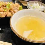 外灘紅緑灯 - スープと大根サラダ 白ご飯はお断りしました
