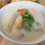 大栄食堂 - 粕汁。めっちゃ温まります。