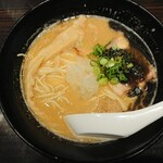 麺匠 黒春晴 - 濃厚焦がしニンニク 鶏白湯そば ¥850