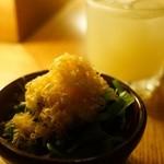 チャンネル - 小松菜とほうれん草のおひたし、ミモレット乗せ