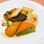 蔭山樓 - 真鯛と季節野菜の海老風味炒め