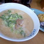麺道一筋 ラーメン よろしく - 「Bセット」(730円)。ラーメンとやきめし(小)になります。