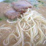麺道一筋 ラーメン よろしく - あっさりマイルドなスープに細麺。味の染みたチャーシューとどれも美味しい。