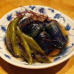 酒晴 おまっとさん 絆 - 秋茄子と万願寺唐辛子の揚げ浸し(680円・外税)