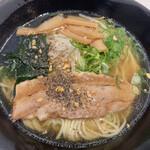 うまかラーメン - 醤油らーめん ( ´θ`) 麺増量 胡椒 ガーリック
