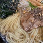 うまかラーメン - ガーリックと胡椒かけて ( ´θ`)