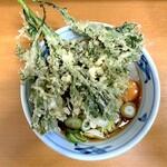 加賀 - 料理写真:春菊天そば(460円)+生玉子(60円)