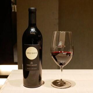 ソムリエのもてなす40種のワイン、素材引き立つこだわりの一杯