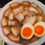 喜多方ラーメン坂内 小法師 - 料理写真:メガ盛り焼豚ラーメン&味付玉子