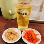 福ヤ - ドリンク写真:ジャスミンハイ380円と無料のピリ辛もやし&紅生姜