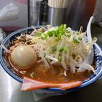 昭和 - 辛みそ4辛¥850(ランチ時はめんの大盛り無料、さらには12時迄は味玉サービス)