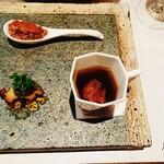 ビストロ アギャット - 本マグロのタルタル・鮑の燻製  キャビア添え・蝦夷鹿のコンソメスープ