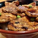 豚丼のぶたはげ - 料理写真:豚丼 味噌汁がついてきます
