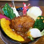 TAKEUCHI - 1番 煮込みハンバーグカレー膳 クリスマスバージョン ¥850