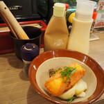 堂山食堂 - 堂山ポテトサラダ(調味料たち)