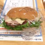 パン工房 ベルベ - カイザーロール(パストラミ&ゴーダチーズ)297円