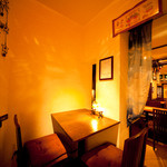 菜食志向 - 店内の一番奥にある半個室のカップルシート。仲の良い女性同士のお客様にも人気の席です。