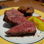 ワイン食堂 ホオバール - アンガス牛のグリル(税込み2530円)