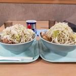らーめん 蓮 - 料理写真:左:豚入りラーメン、右:ラーメン大盛