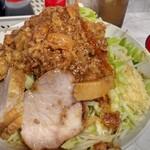 麺屋 歩夢 - 料理写真:迫力満点。野菜マシマシにすると、丼が大きくなるんですね。