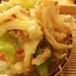 Sobadokoro maruhachi - 隠れていたかき揚げが大きくてメッチャ美味しい