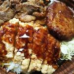 Kicchinorijin - 肉トリプル丼 999円、今月の内容は「デミハンバーグ」「チキン竜田」「たれ漬け豚焼肉」にライス300g+キャベツ千切りになります
