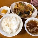 菊亭 - エビとレバーと肉野菜炒め(ライス付)