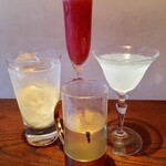 バー粋七 - 冬のおすすめカクテルも充実。定番人気の苺のシャンパンカクテル「ロッシーニ」や柚子のスカイボール、ホットウィスキーはリニューアルされた竹鶴ピュアモルトで、寒い日に映えるホワイトレディーも。ぜひお楽しみ下さい。