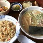 食事処 いおり - 料理写真:半チャーハンラーメンセット 800円