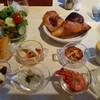 カトレア - 料理写真:前菜とパン。ニンジンのスープは美味しかった。