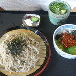 日本料理 華や - ミニいくら丼セット。1370円。